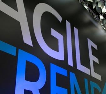Um copo de chopp e Agile Trends